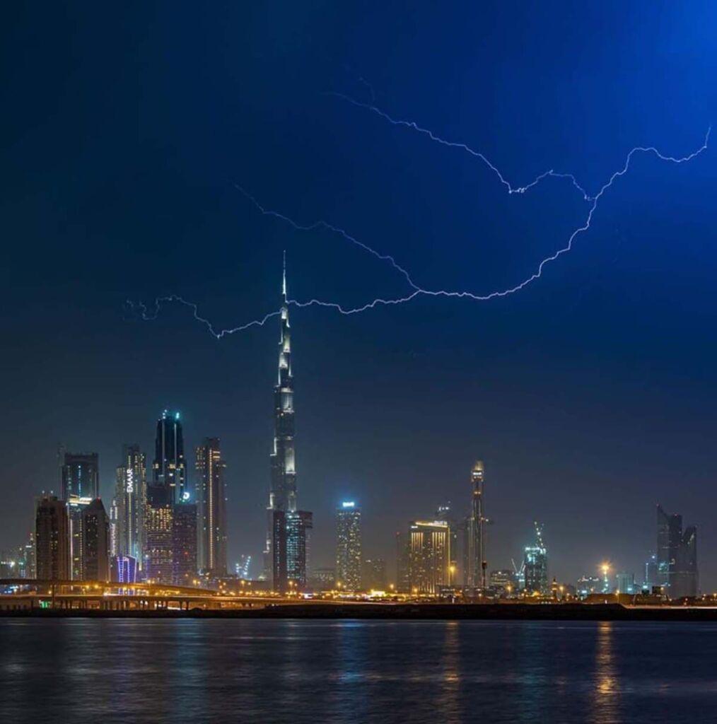رعد و برق در برجهای دبی امارات