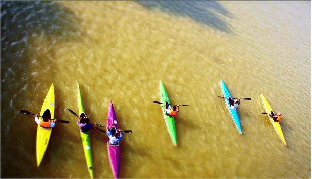 تیم بندر خرمشهر در مسابقات قایقرانی آبهای آرام در دو بخش آقایان و بانوان اول شد