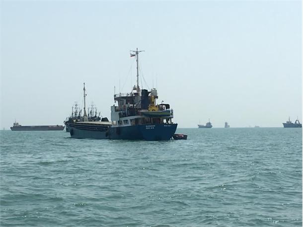 نجات جان تمامی سرنشینان شناور دوبه متین در آب های عمان